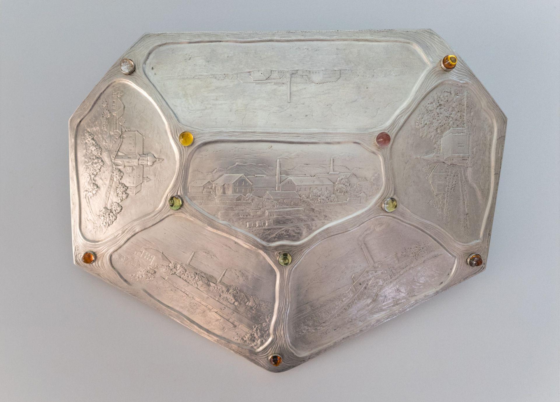 Silberschild mit Motiven (Teil eines Tafelaufsatzes) von Franz Holter